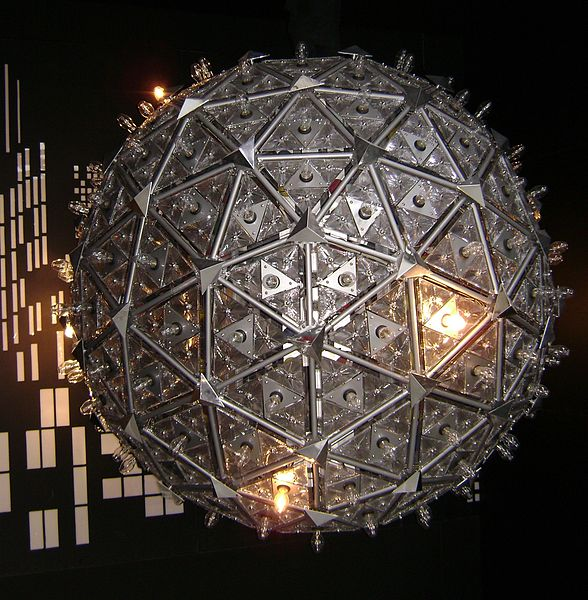 588px-2000_times_square_ball_at_waterford.jpg