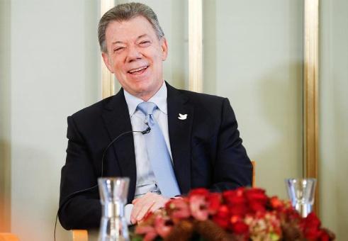 Santos reconoce que entrega de Premio Nobel fue decisivo para lograr acuerdo de paz