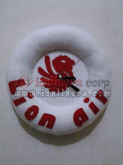 Jam Dinding Flanel Karakter Kartun Boneka Logo Lion Air