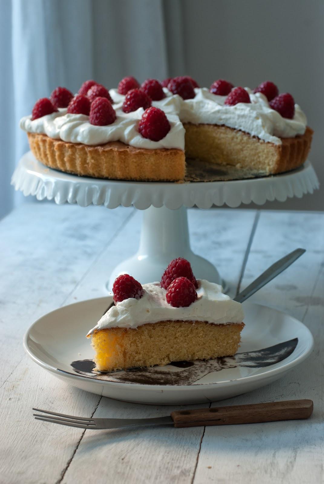 Ciasto cytrynowe bez glutenu z malinami