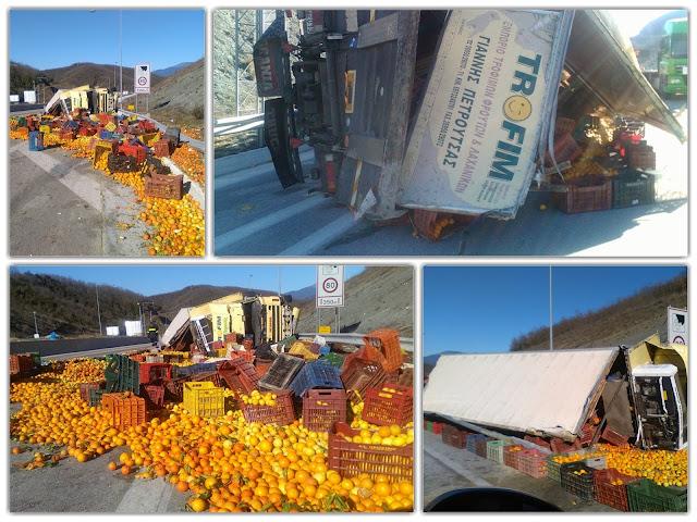 Εκτροπή νταλίκας με πορτοκάλια στην Εγνατία Οδό Τραυματίστηκε ο Έλληνας οδηγός (+ΦΩΤΟ)