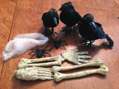 Creepy Crows and Bones Halloween Wreath | The TipToe Fairy #halloweendecorations #halloween #wreathtutorial #halloweentutorial