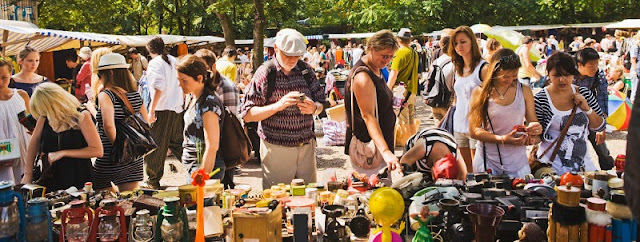 Antik-und Flohmarkt Strasse des 17 Juni em Berlim