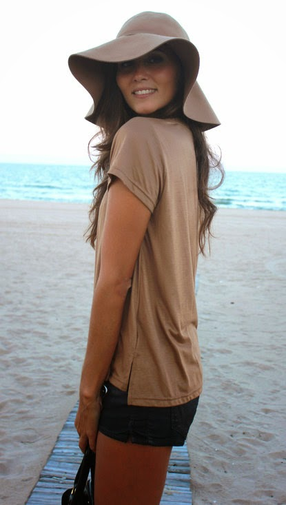 Wearing a Nude Hat and T Shirt to Look Stylish at the Beach