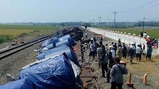 Bawa Muatan Gulungan Baja, Kereta Barang Dari Jakarta Terguling Di Batang