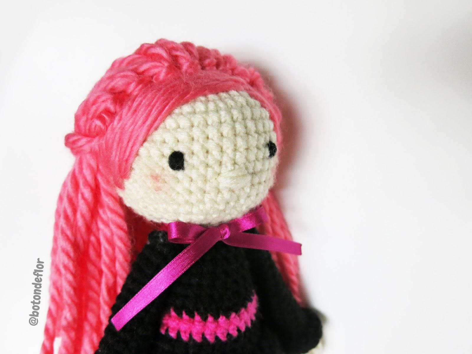 Botón de Flor: Patrón para tejer una brujita a crochet