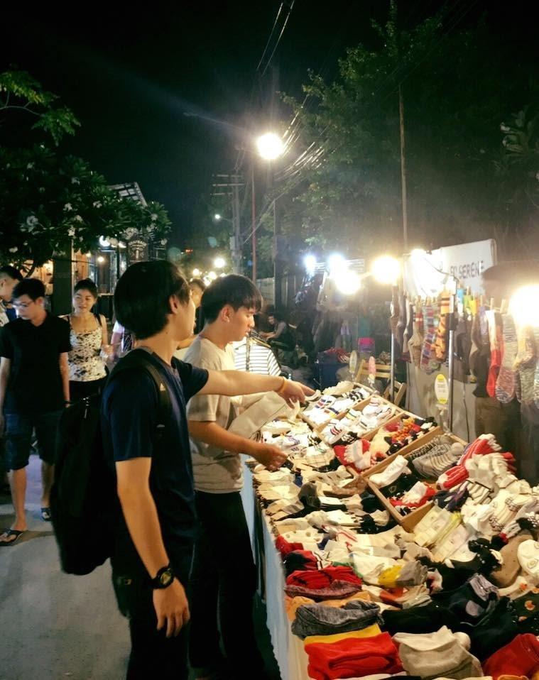 ขายอะไรดีตลาดนัด ขายถุงเท้า