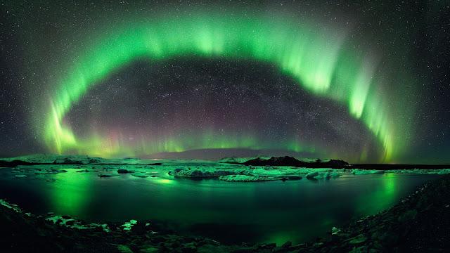 Aurora over Jökulsárlón Lake
