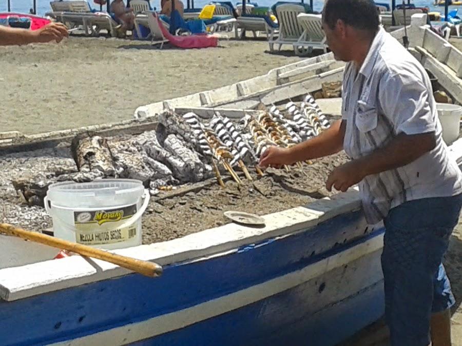 Los espetos de sardinas en las playas de Málaga