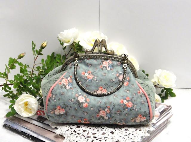 """Сине-зеленая сумочка с мелкими розами: красивый натуральный хлопок оттенка """"циан"""" & натуральная кожа в швах"""