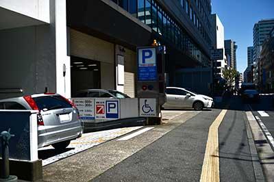 産業貿易センター駐車場