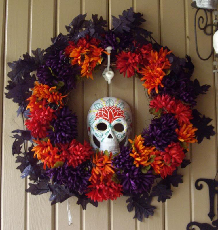 Breaking the chains ideas coronas para dia de brujas for Decoracion de puertas de dia de muertos