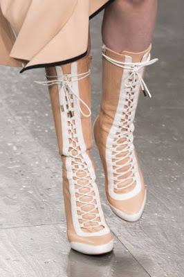 Sznurowane obuwie