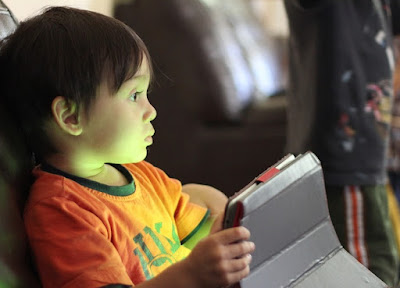 Pentingnya Peran Orang Tua dalam Pengasuhan Anak di Era Digital