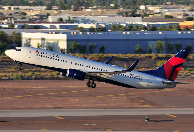 Delta Airlines Boeing 737-800 Sunset Takeoff