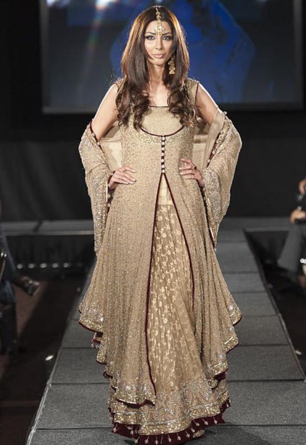 https://4.bp.blogspot.com/-qelDx6jhiVc/TuNiDW0vUVI/AAAAAAAAF4I/IMN0dTZmpP4/s1600/Arab+Models+Wear+Beautiful+Dresses+12.jpg