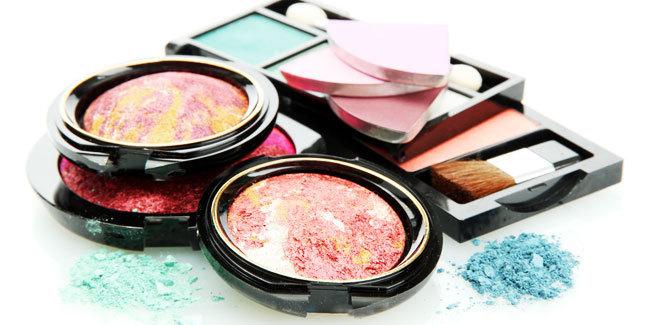 5 Alasan Cewek Suka Berdandan dengan Memakai Makeup