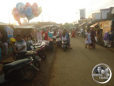 Suasana Pasar Malam, Desa Bendungan