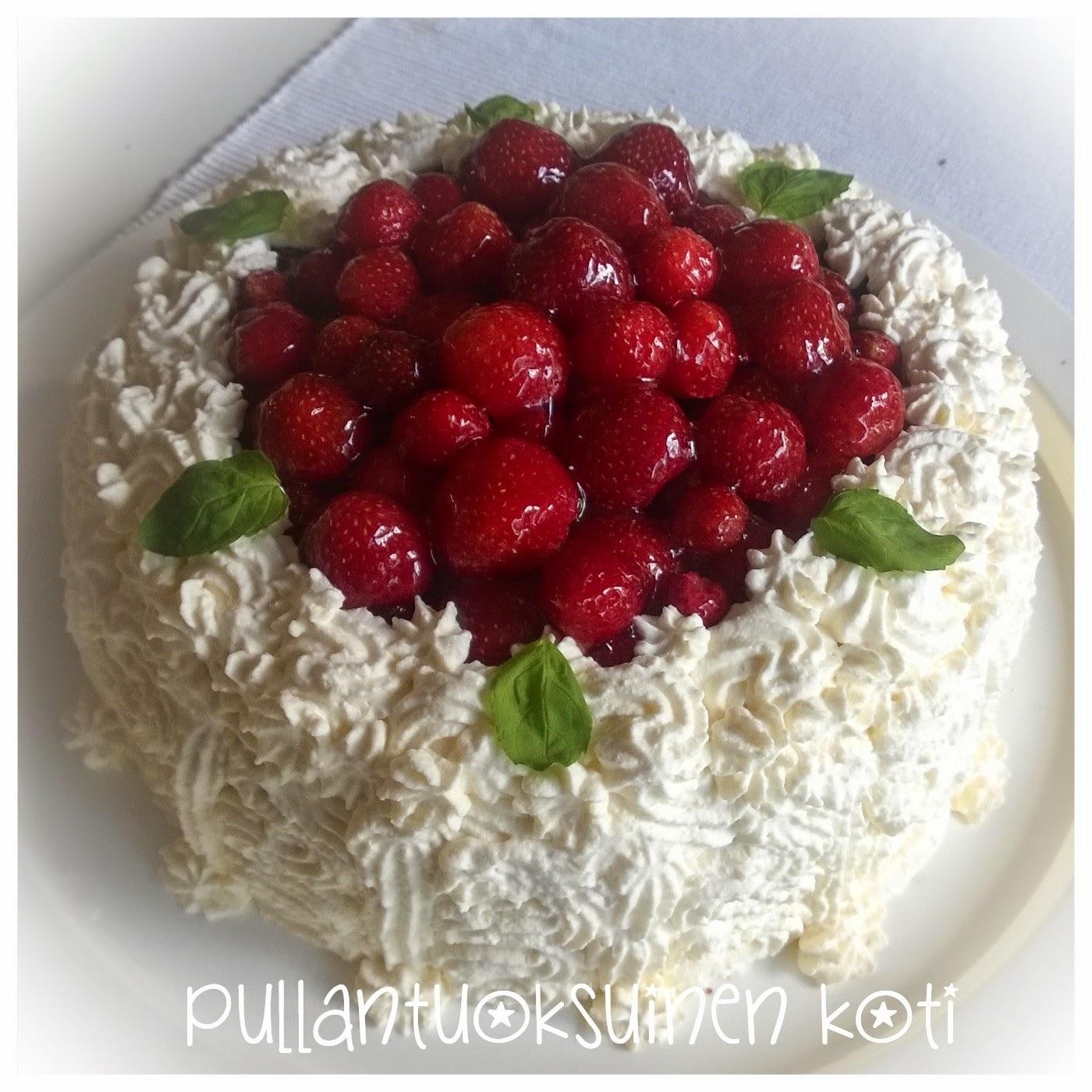 #kakku #täytekakku #mansikkakermakakku #kuohukerma #isänpäivä #isänpäiväkakku #äitienpäivä #äitienpäiväkakku #syntymäpäiväkakku #leivonnainen #cake #creamcake #strawberrycake #kermakakku #baking