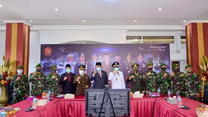 Plt Wako Hendri Septa Bersama Forkopimda Ikuti Peringatan HUT TNI Secara Nasional.