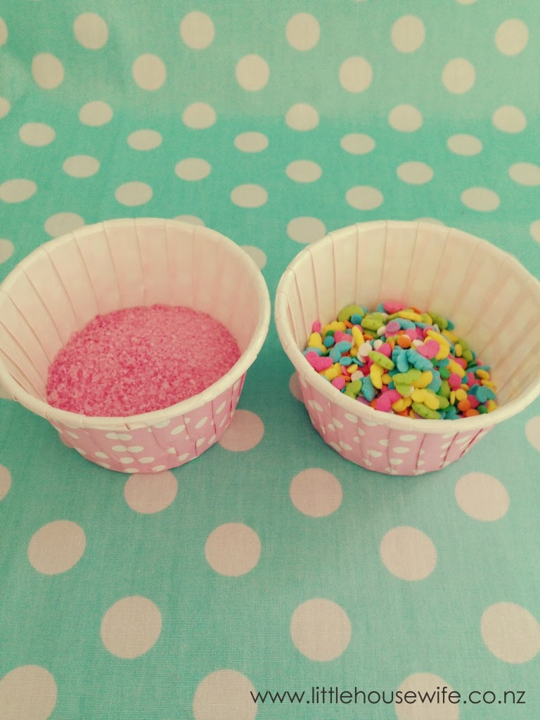 Cake Pop Decorating Sprinkles : Little Housewife: How to Bake and Decorate a Basic Cake Pop