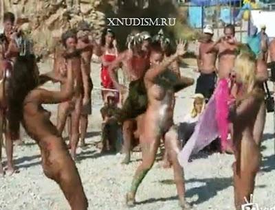 Голые девочки танцуют, танцы нудистов на нудистском пляже