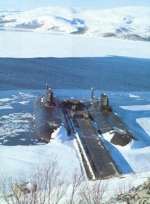 Submarino ruso abandonado en el oceano