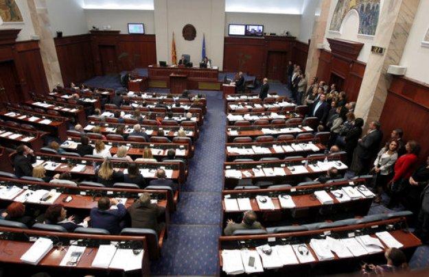Σκόπια: ΗΠΑ-Ε.Ε. πιέζουν για ταχεία εφαρμογή της συμφωνίας, «σφαγή» στο VMRO