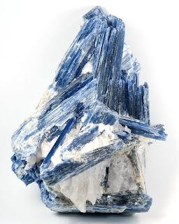 Cianita Azul no Quartzo de Galileia, Vale do Doce, Minas Gerais, Brasil