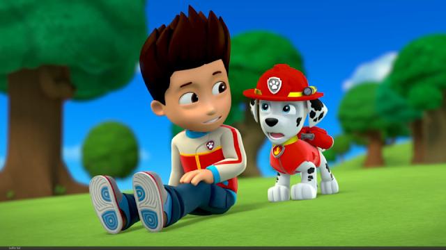 El personaje Marshall con Ryder en una imagen de la serie de animación La Patrulla Canina