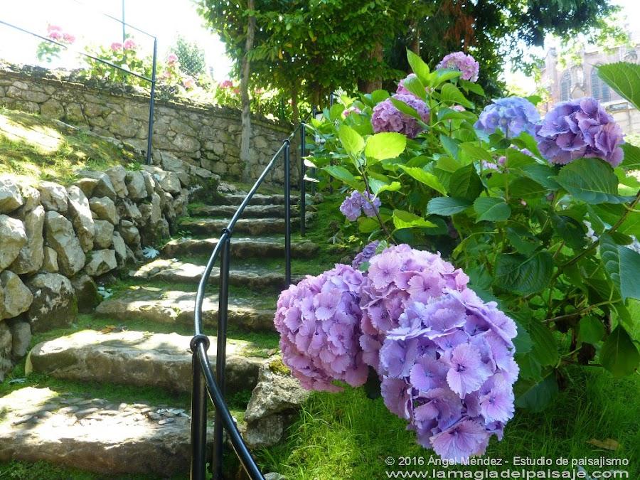 El Capricho de Gaudí, escaleras jardín