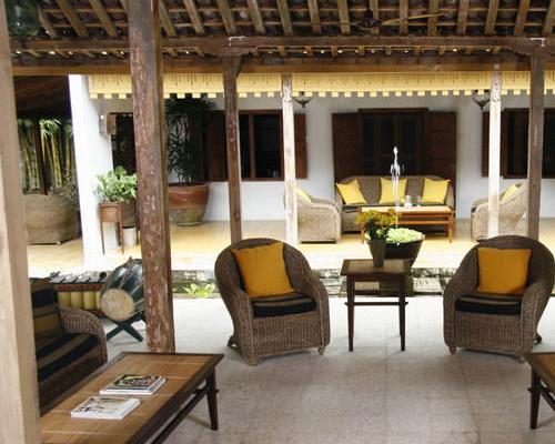 www.Tinuku.com d'Omah Hotel Yogyakarta designing layout, architecture and interior ethnographic genuine Javanese literature