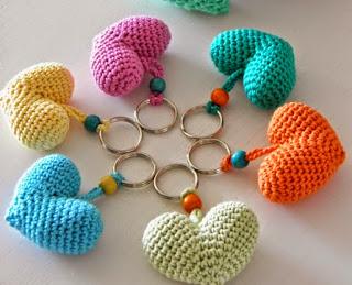 http://sintonnison-crafts.blogspot.com.es/2014/05/tutorial-corazon-tiernito-de-amigurumi.html?spref=fb