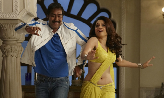 In Saree Tamanna In Himmatwala: Tamanna Hot Navel In Hindi Movie Himmatwala