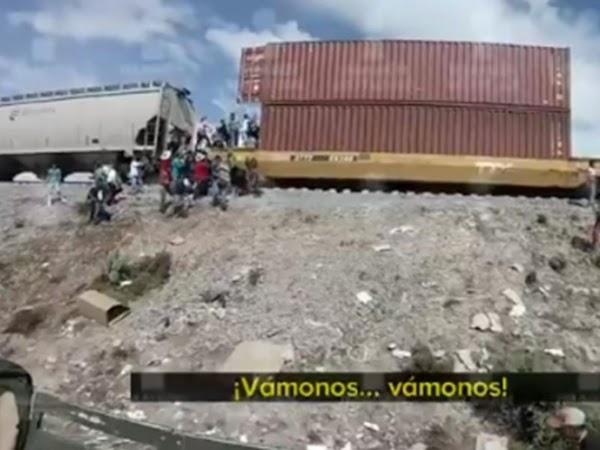 Arman cadena humana para saquear trenes en Puebla (VIDEO)