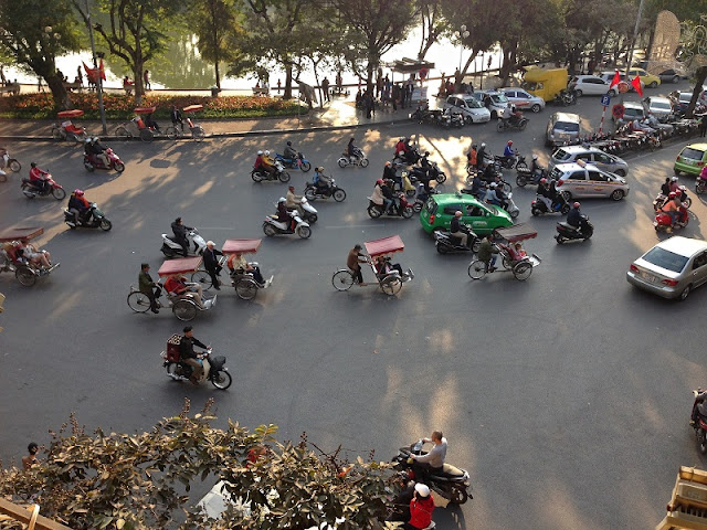 Amazing streets and street life in Hanoi Old Quarter