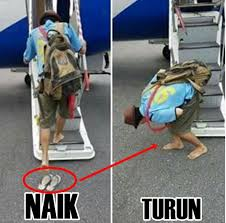 Pak Botol Kehilangan Sandal  di Bandara