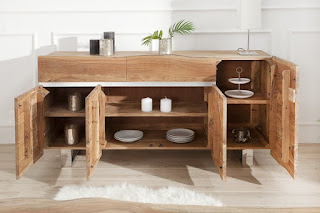 Designova komoda z masivního akátového dřeva.
