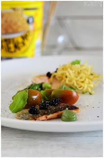 Trucha a la mostaza verde con verduras y toque crujiente decorecetas con noodles