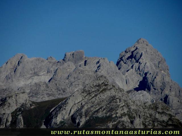 Ruta Víboli Peña Subes y Sen Mulos: Vista de la Peña Santa