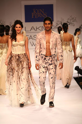 Prateik & Amyra walk for Ken Ferns at Lakme Fashion Week-2013