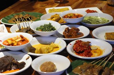 Siapa yang bisa menolak semua makanan di Restoran Padang Merdeka