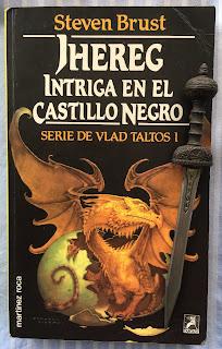 Portada del libro Jhereg. Intriga en el castillo negro, de Steven Brust
