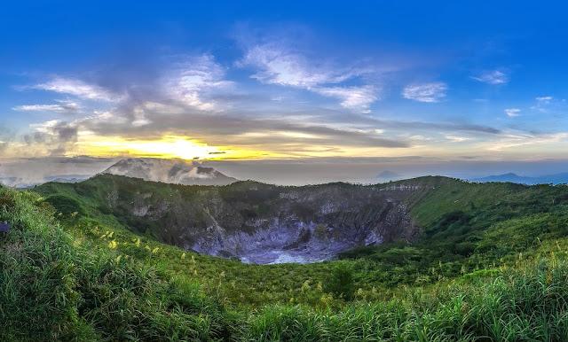 Gunung Mahawu dan Pasar Ekstrim Tomohon