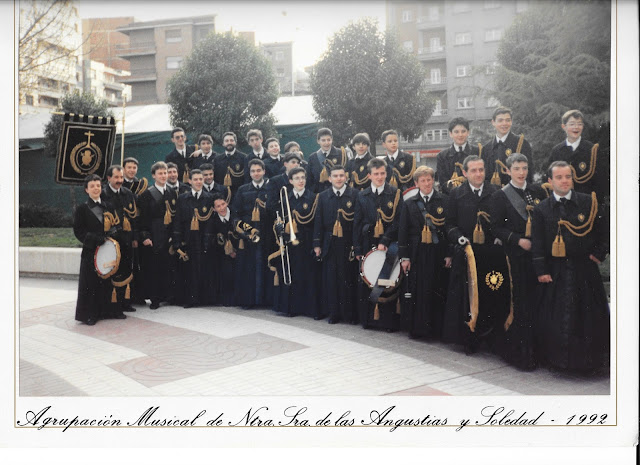 Componentes fundadores de la Agrupación Musical de la Cofradía de Nuestra Señora de las Angustias y Soledad el Viernes Santo de 1992. Foto cortesía de Francisco Javier Núñez.