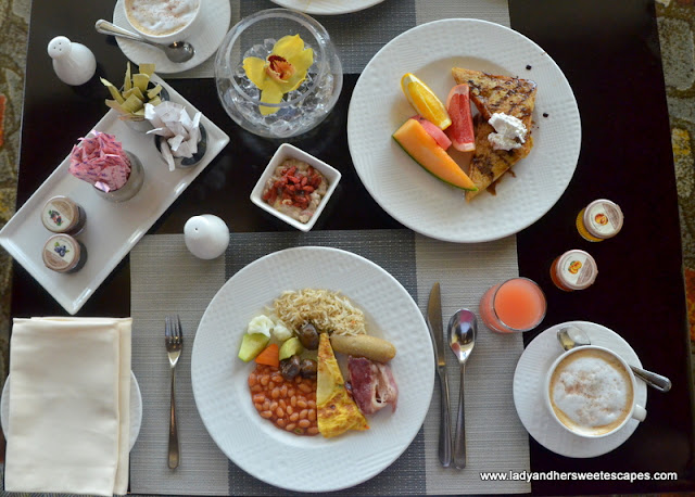 Al Raha Beach Hotel breakfast