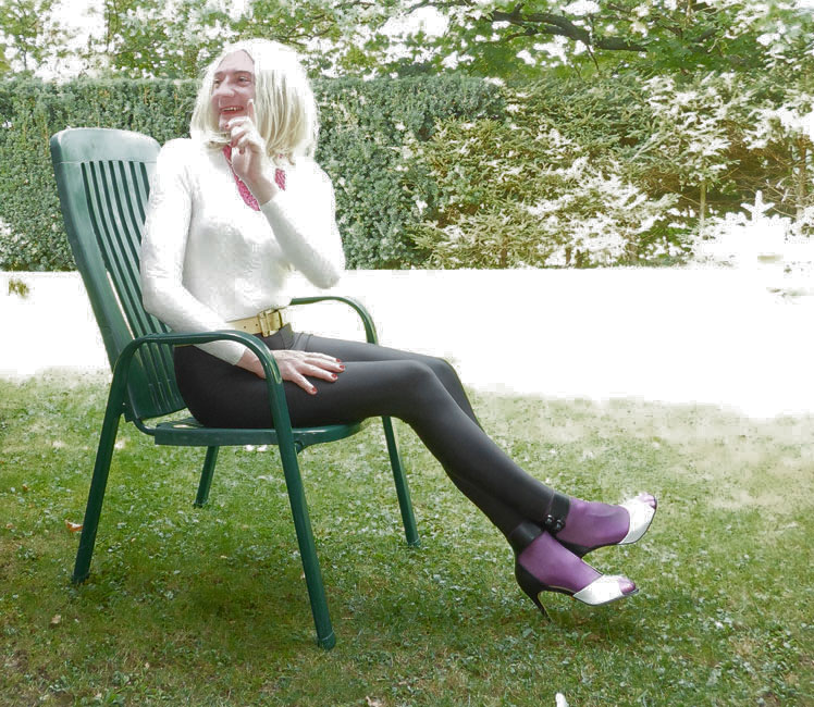 Crossdresser Jennifer - feminin & modisch: Unterwegs