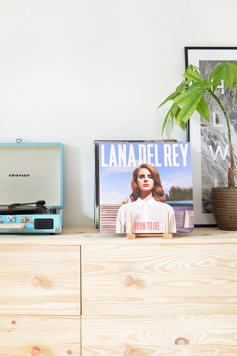 diy vinyl rack- magazine holder tutorial