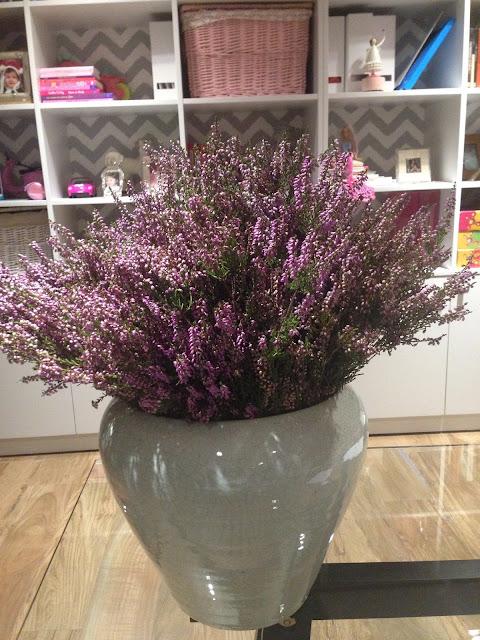 Novo arranjo floral da playroom
