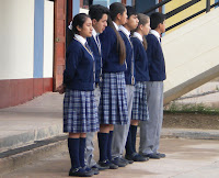 Resultado de imagen para adolescentes con uniforme escolar en colegios emblemáticos